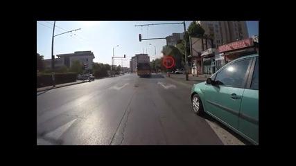 Тролей върви със 70км в ч. във София и минава на червено