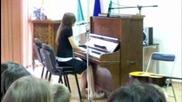 Аз пея Set Fire To The Rain с пиано