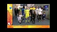 Casillas си бърка в носа и после гали детето си!