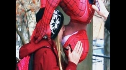 Тоя Спайдар Ман Разби сезона на целувките!