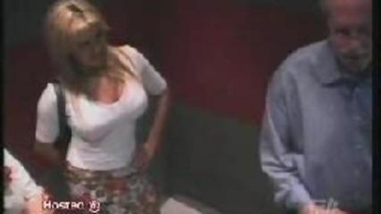 Странни жени в асансьора (скрита камера)