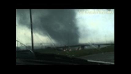 Унищожително Торнадо в близост до Джаксън Мисисипи