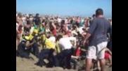 17 - годишен се погреба жив на плажа