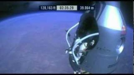 Феликс Баумгартнер скочи успешно от ръба на Космоса