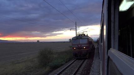 Разминаване с товарен влак