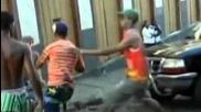 Бой - момче сваля на земята 2-ма с по един удар