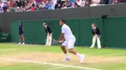 Страничен съдия ударен от топка - Wimbledon 2012