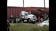 Последствията след катастрофа между влак и тир (bnsf 1095)
