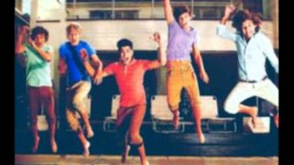Трябва да се чуе!! :d One Direction - What Makes You Beautiful ( Laugh Version)