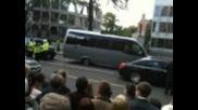 Barack gets car stuck at Dublin Embassy May 23rd 2011