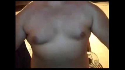 Гамена показва гърди