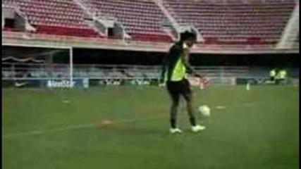 Роналдиньо отново показва класа