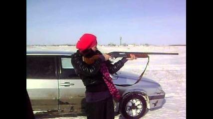 Мацка стреля с ловен автомат