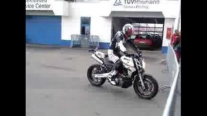 Yamaha Mt-03 Stunt