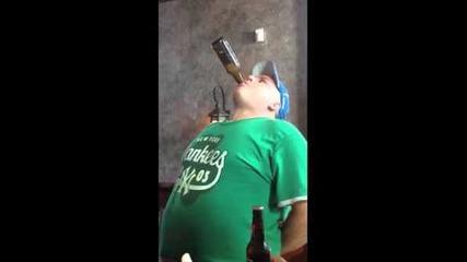 Лудак отваря и изпива 3 бири за 1 минута Без Ръце