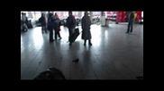 Как се убиват 2 часа, Нърдове на централа гара в София