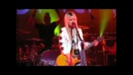 Orianthi performs