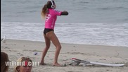 Секси танц загрявката на сърфистката Анастасия Ашли