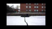 Потъване във ледената вода при опит да се прекоси замръзнал канал