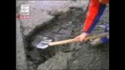 Дълбоки и опасни дупки по улиците