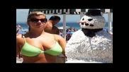 Зъл снежен човек плаши мацките на плажа