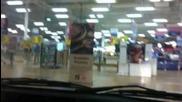 Руснаци на шопинг с колата хахах