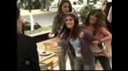 Rebelde - Mia y Roberta en Restaurante