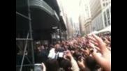 Джъстин Бийбър e нападнат от мъж (video)