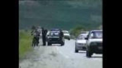 Саморазправа на полицаи с моторист