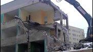 Провал при срутване на сграда - ако имаше хора на тротоара щяха да са мъртви