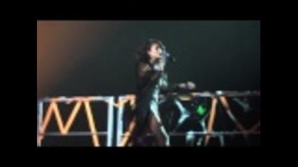 Взривяващо изпъление! Selena Gomez & The Scene - A Year Without Rain Live from Montreal