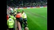 Beckham лови лудо фенче на терена ;д