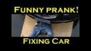 Funny Pranks-докато оправя колата