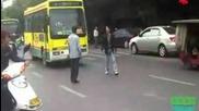 Китайци се гонят да се колят!!!! :x:x:x смях