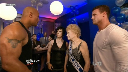 Тhe Rock наелектризира Vickie Guerrero и Dolph Ziggler