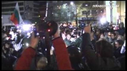 Протест с домати пред парламента - 24.11.2012