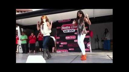Бела и Зендая танцуват на живо !!!