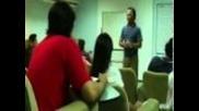 Profesor pierde los nervios en clase
