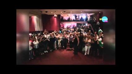 Българи в Гърция изпълниха песента на Райна Попгеоргиева-кой уши байрака, кой му тури знака