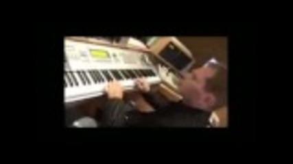 Scott Storch Making A Beat !