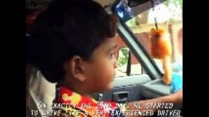 4 Годишно дете кара кола