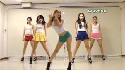 Хубави момичета танцуват на тъпа песен ! Psy - Gangnam style .