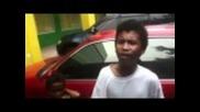 Малък филипинец пее слага Бийбър в малкия си джоб
