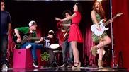 Айй!!!новият ученик Алекс-дамиен Лоретта пее с момчетата и момичетата от студиото песента