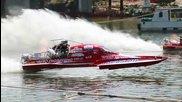 Състезателна лодка с нитро катастрофира