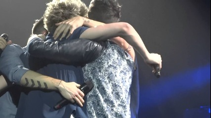 One Direction- What Makes You Beautiful- London- April 5, 2013