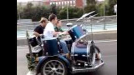 Луди руснаци свирят на мотор