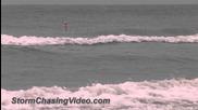 Големи вълни по крайбрежието