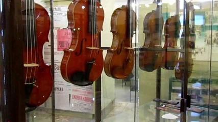 Изложба на струнни музикални инструменти на майстори от България и Италия.