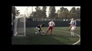 Дейвид Бекъм се опитва играе футбол със заторени очи